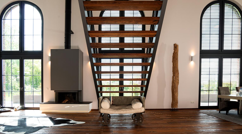 Freistehende Treppe für große Räume