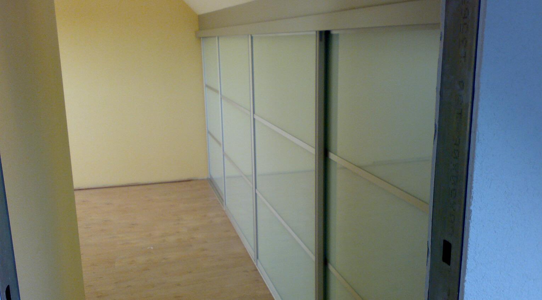 Effektive Platznutzung der Nische unter einer Dachschräge