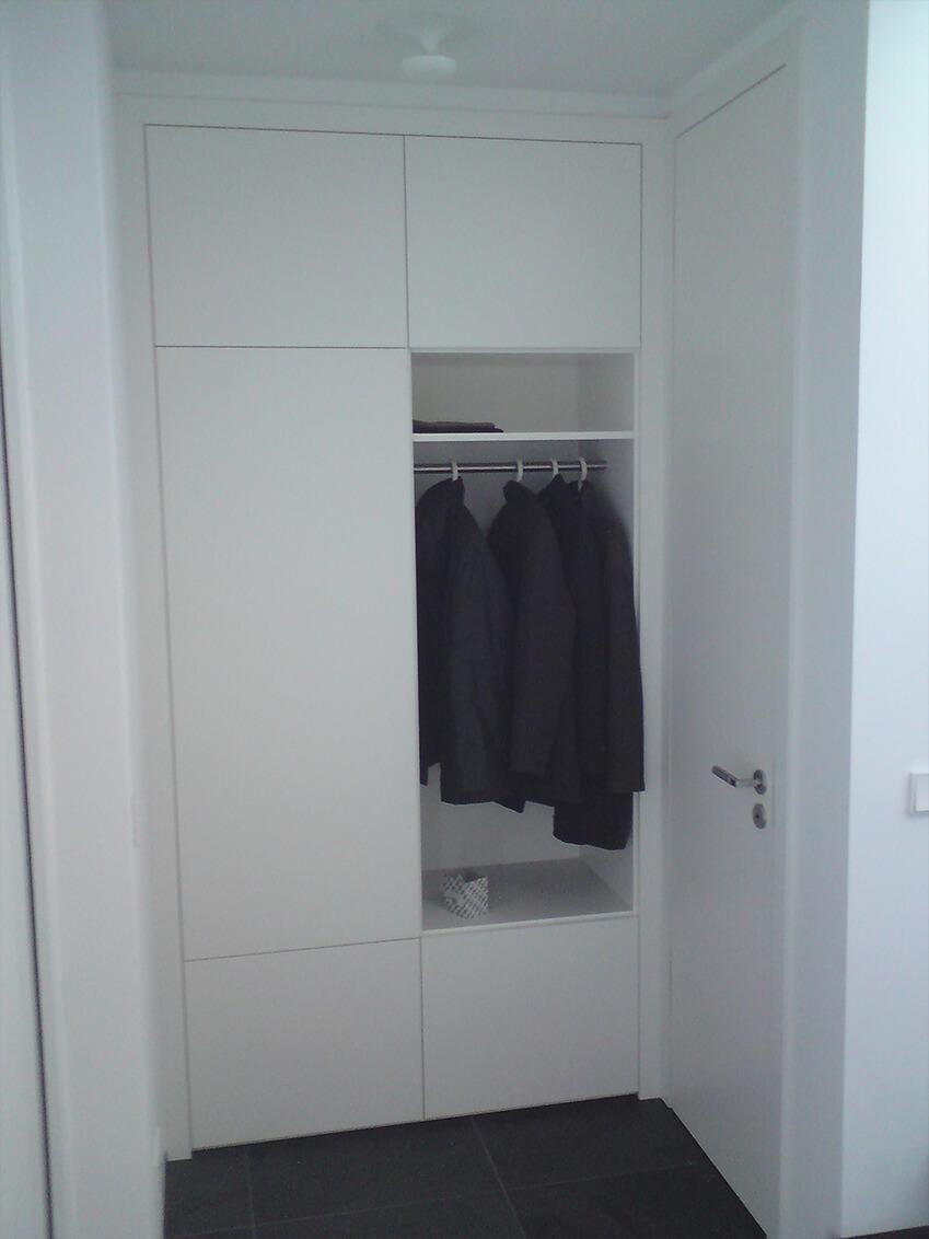Einbauschrank mit Garderobe für eine Diele