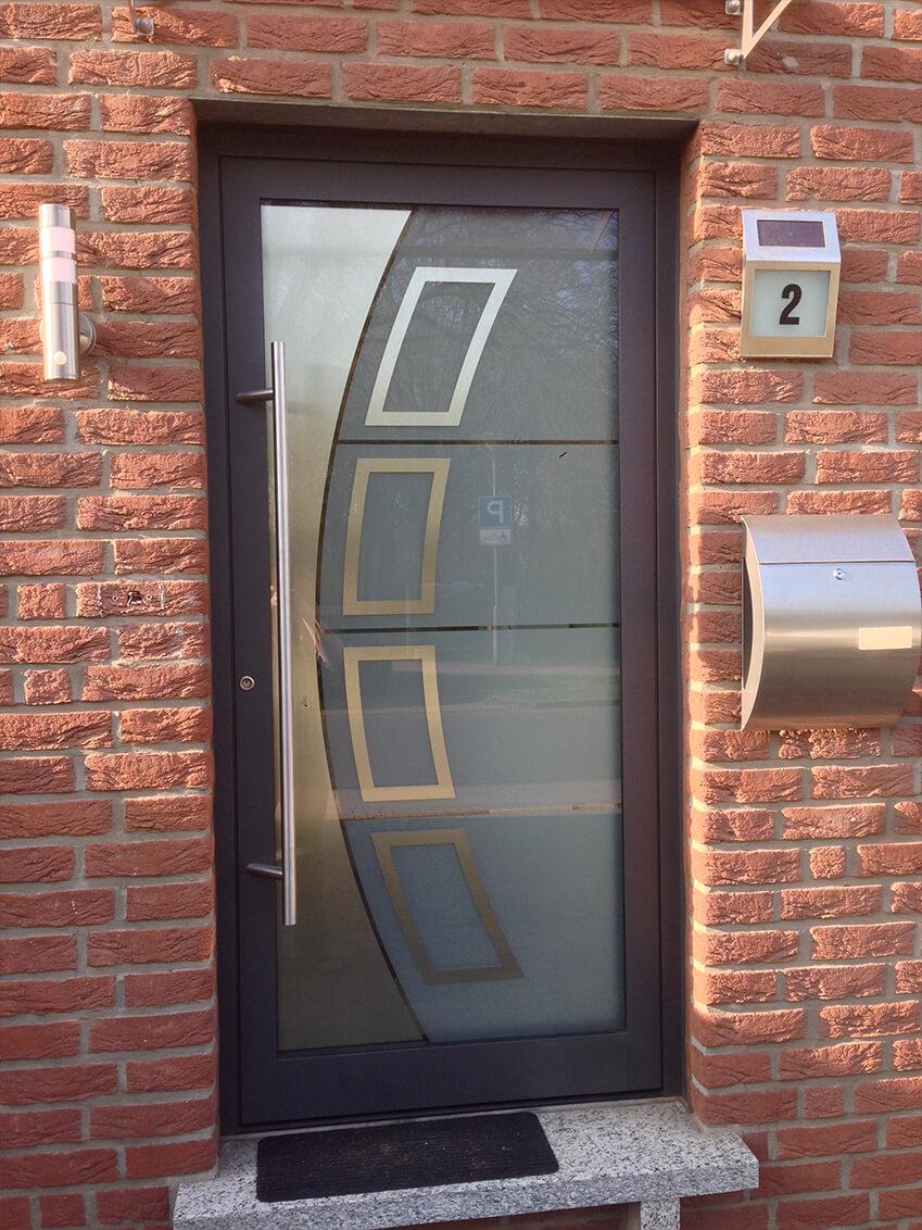 Moderne Glashaustür mit individuellem Muster