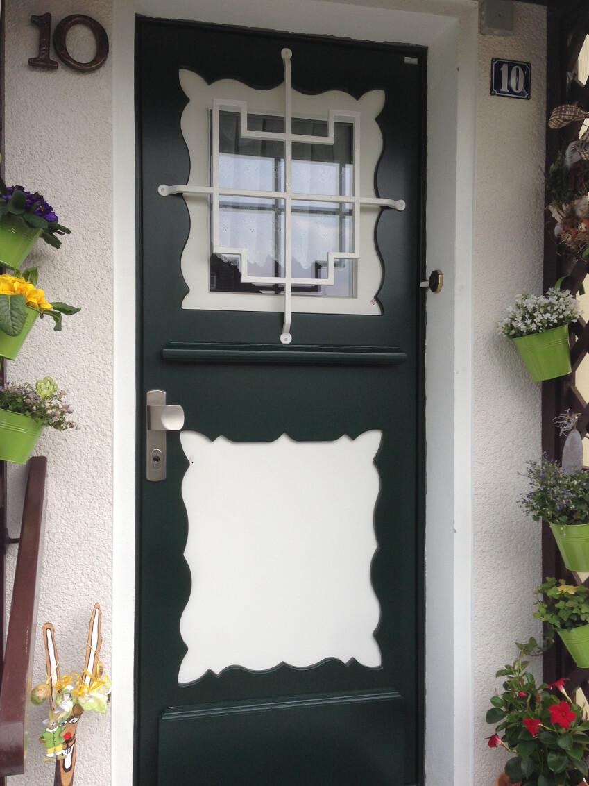 Ländliche Haustür nach Mustervorbild nachgebaut
