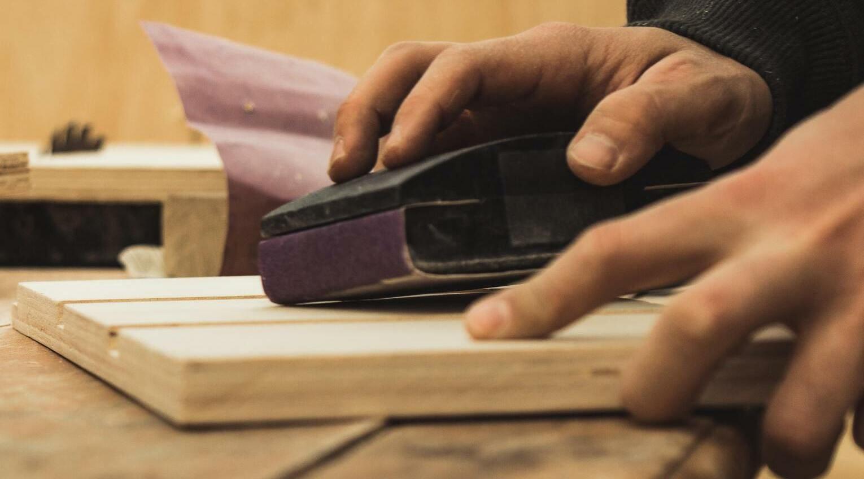 Primärer Werkstoff eines Schreiners ist Holz